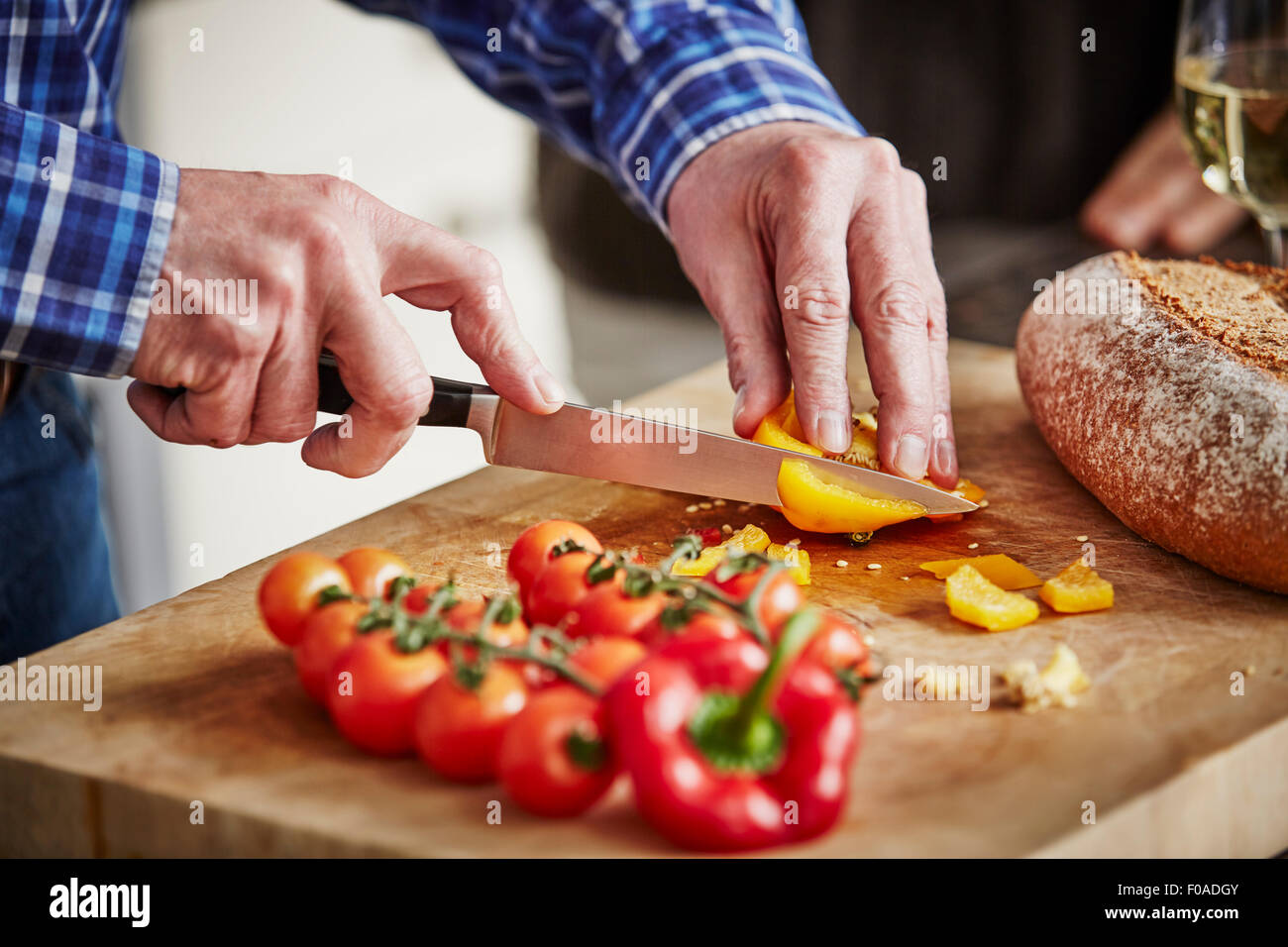 Man chopping vegetables, close up - Stock Image