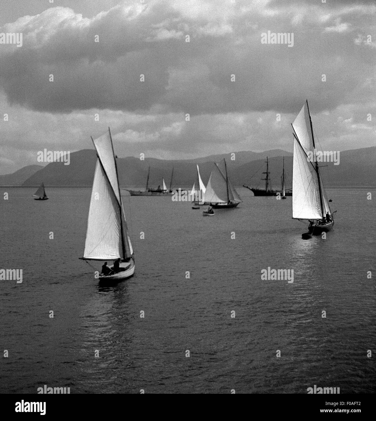 AJAXNETPHOTO - 1911-12 APPROX -. REGATTA -  EDWARDIAN YACHTING IN THE BAY OF OBAN, SCOTLAND. PHOTO:AJAX VINTAGE - Stock Image