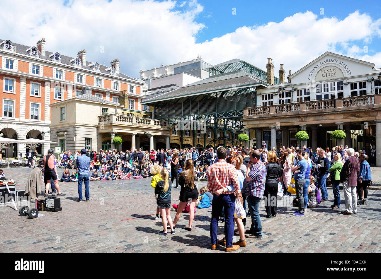 Crowd watching entertainers in Covent Garden Market, Covent Garden, City of Westminster, London, England, United - Stock Image