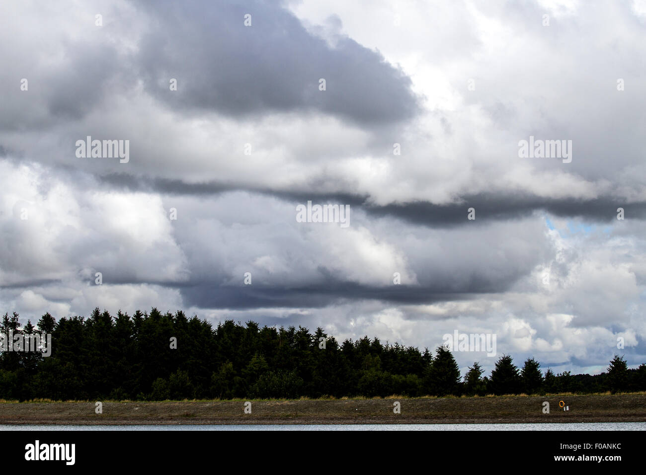 Dundee, Tayside, Scotland, UK, 11th August, 2015. Weather: A bright day with some sunshine at times, but also a - Stock Image