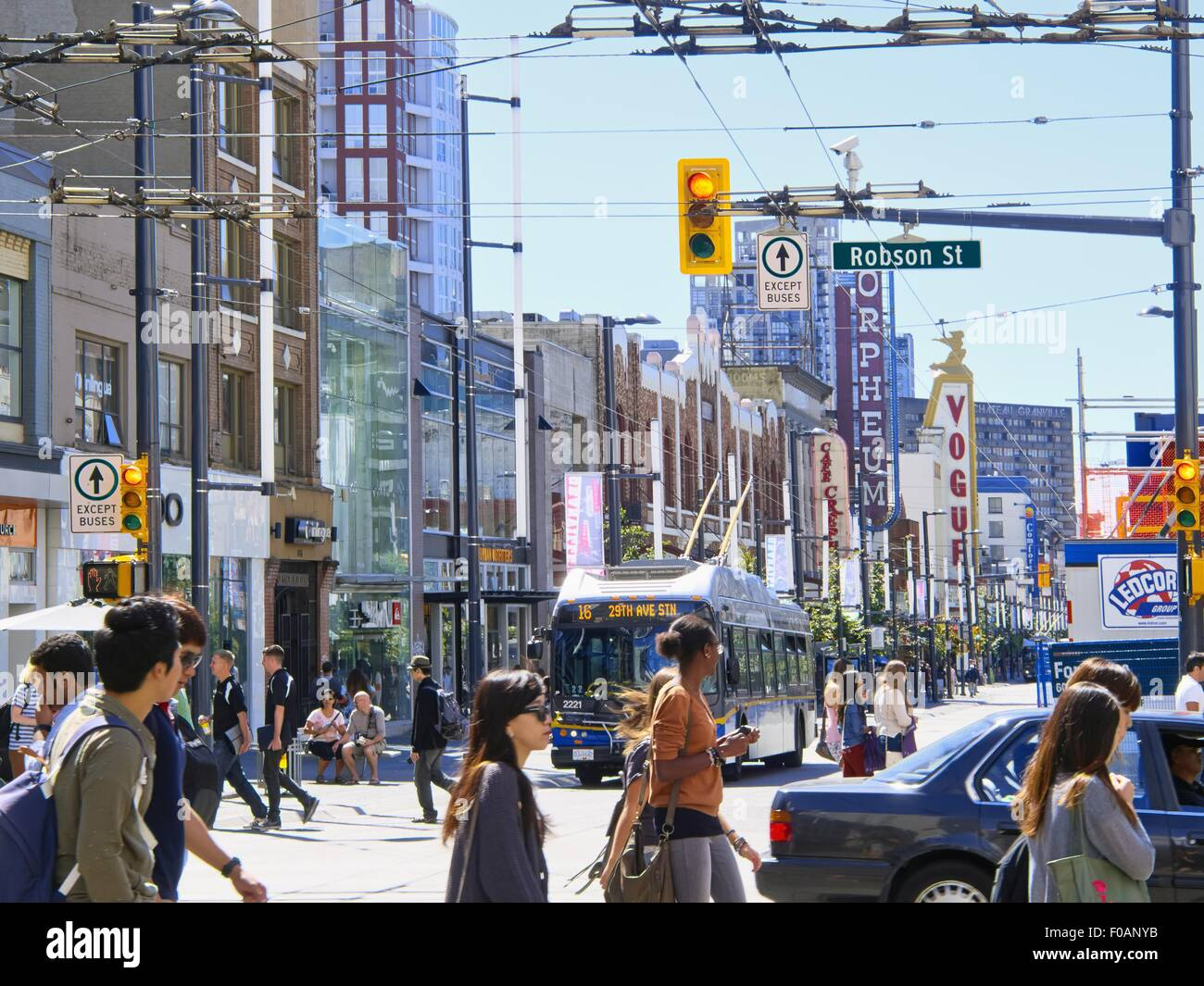 View of busy Robson crossroad in Vancouver, British Columbia, Canada - Stock Image