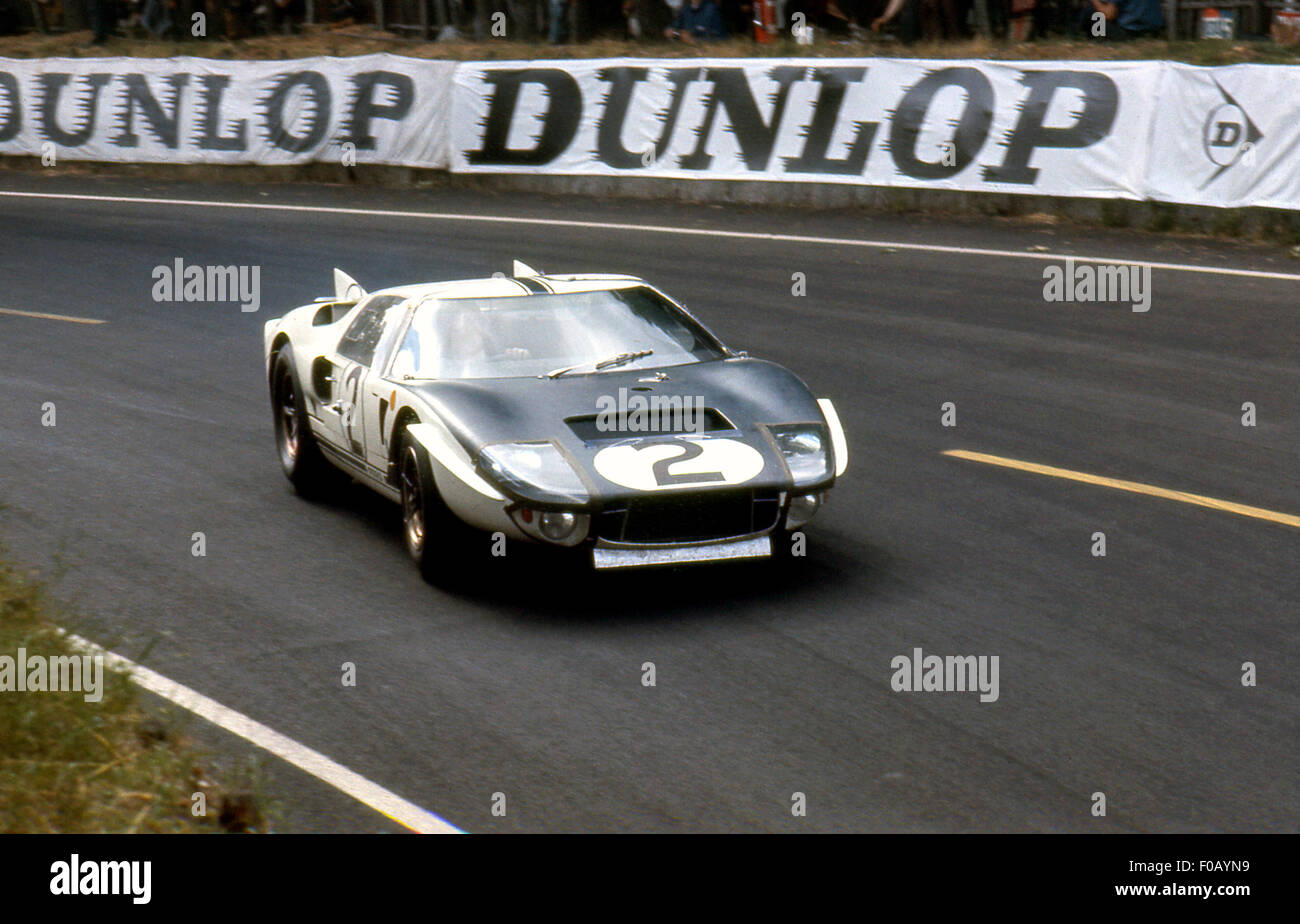 Le Mans 24 Hours Race 1965, Amon,Phil Hill Ford Mk II GT 107 retired. - Stock Image