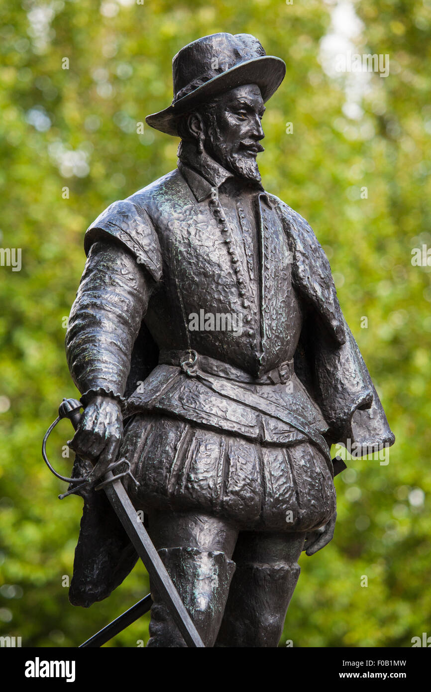 A statue of English explorer Sir Walter Raleigh in Greenwich, London. - Stock Image