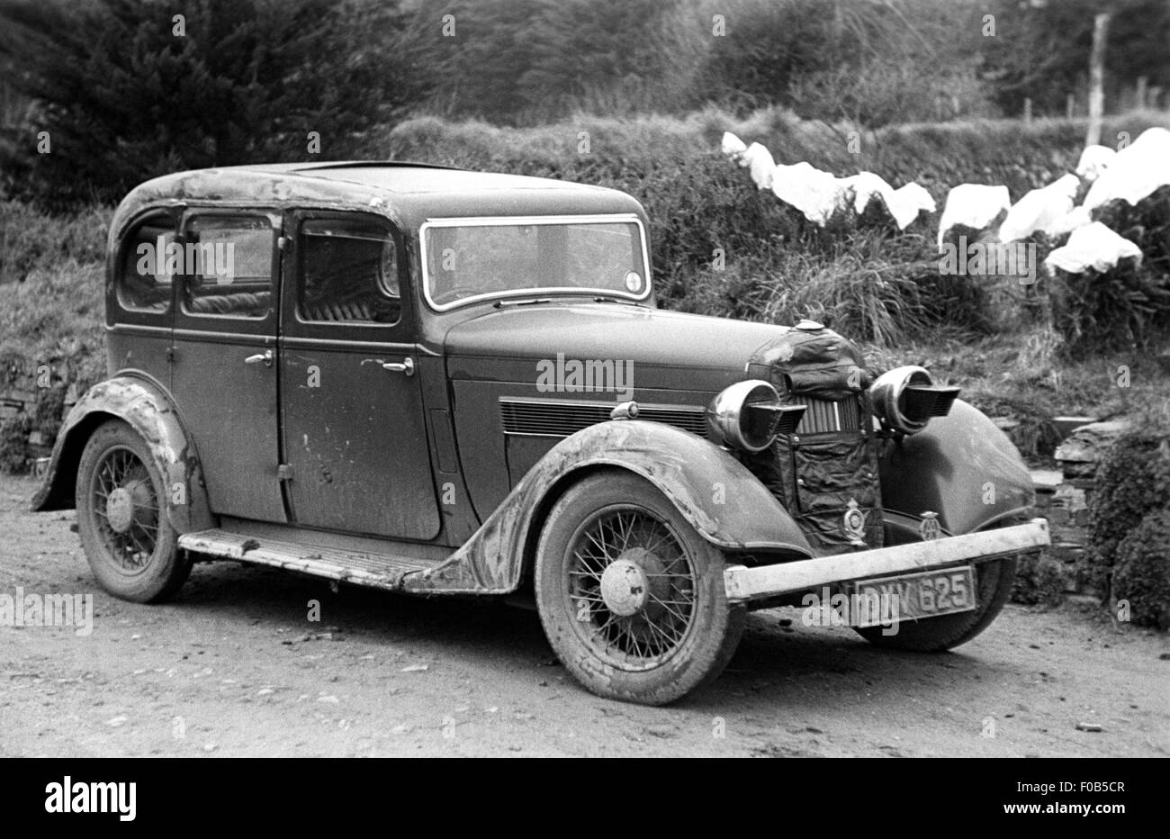 A vintage saloon car in the 1940s - Stock Image