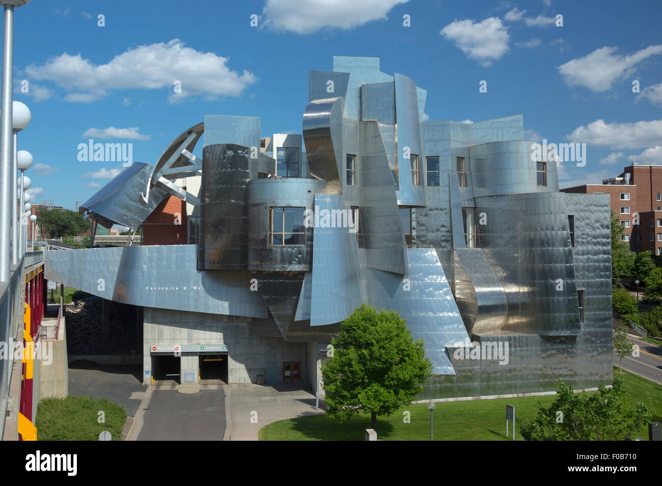 WEISMAN ART MUSEUM (©FRANK GEHRY 1993) MINNESOTA UNIVERSITY CAMPUS MINNEAPOLIS MINNESOTA USA - Stock Image