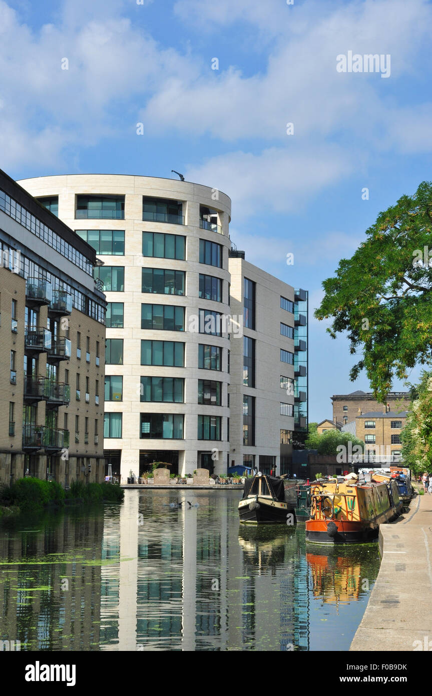 Regent's Canal between King's Cross and Islington, London, England, UK - Stock Image