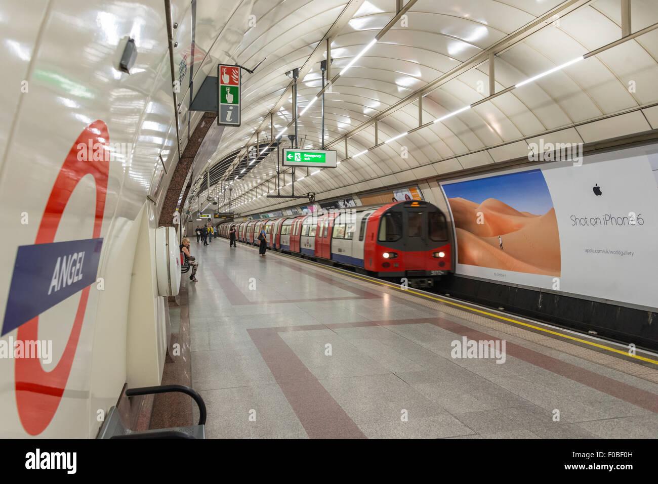 Angel Underground Station platform, Islington, London Borough of Islington, London, England, United Kingdom - Stock Image