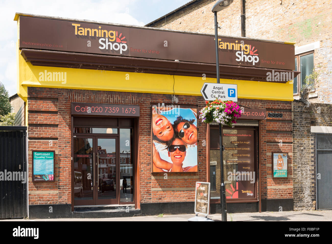 The Tanning Shop, Parkfield Street, Islington, London Borough of Islington, London, England, United Kingdom - Stock Image