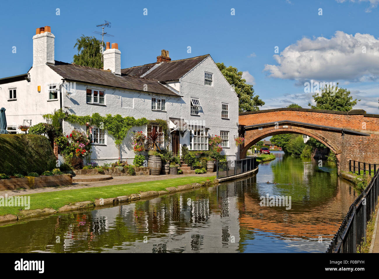 House and cottage on the banks of the Bridgewater canal at Lymm in Cheshire, England. Stock Photo