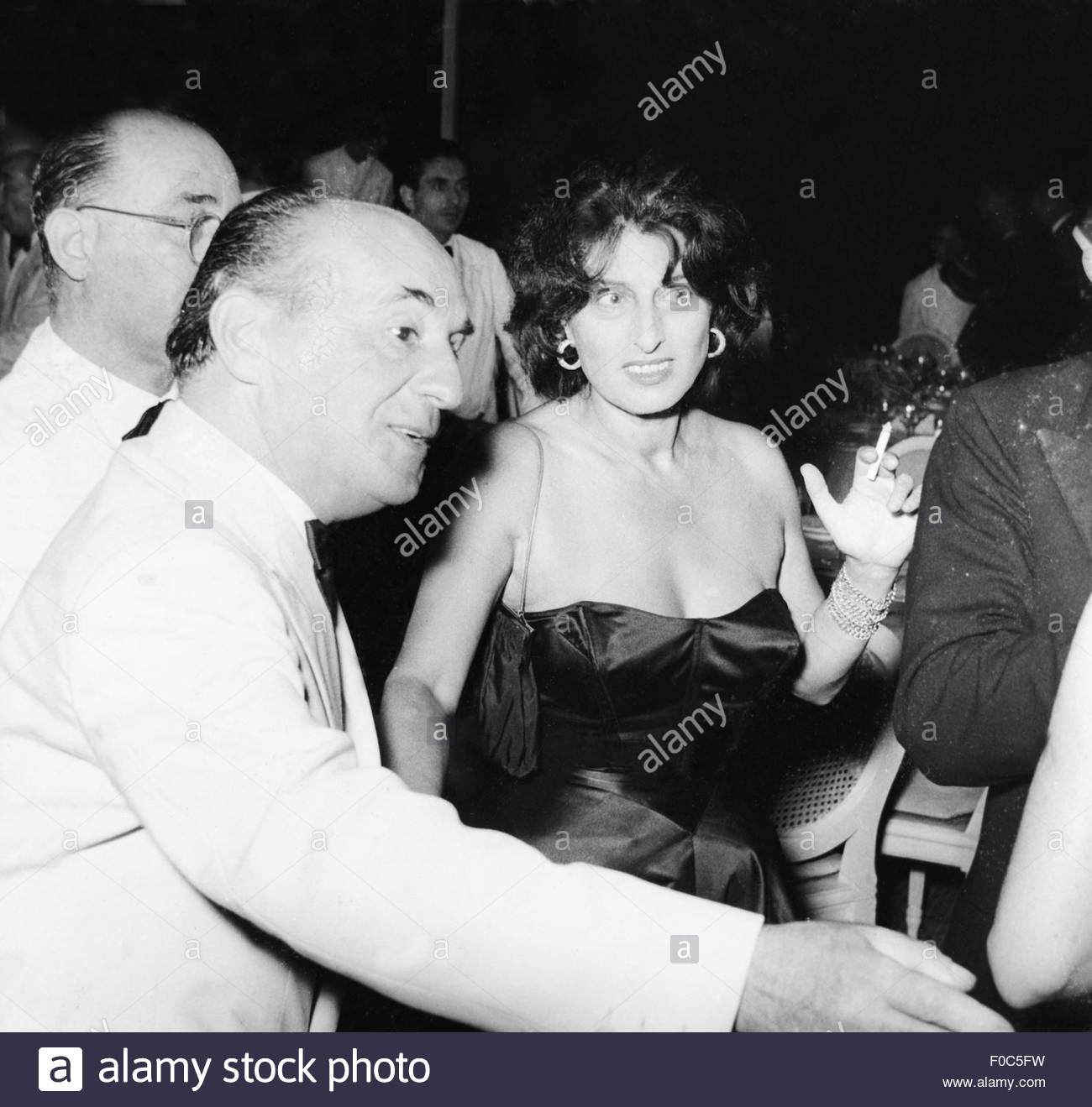 Magnani, Anna, 7.3.1908 - 26.9.1973, Italian actress, half length, with Leonide Moguy, at celebration on the occasion - Stock Image