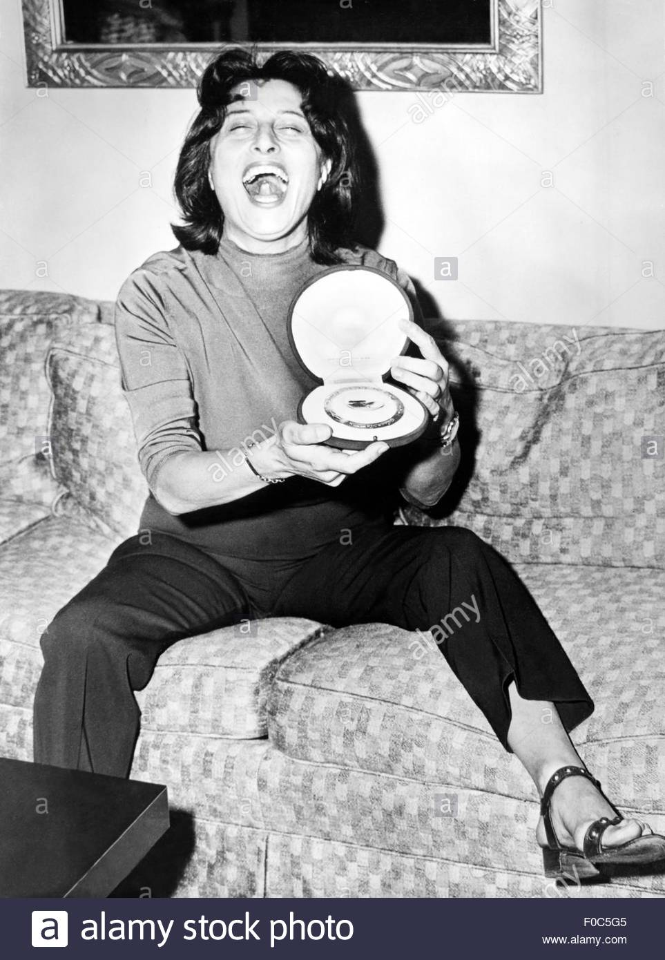 Magnani, Anna, 7.3.1908 - 26.9.1973, Italian actress, half length, with the award of the German film critics for - Stock Image