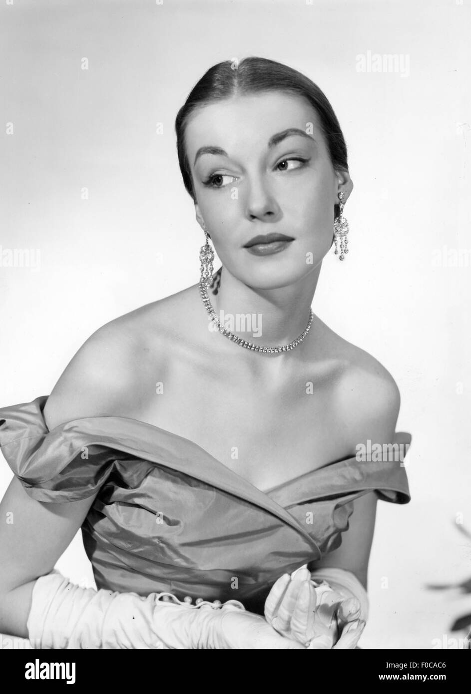 fashion, 1950s, evening fashion, woman in strapless evening dress, 1950s, Additional-Rights-Clearences-NA - Stock Image