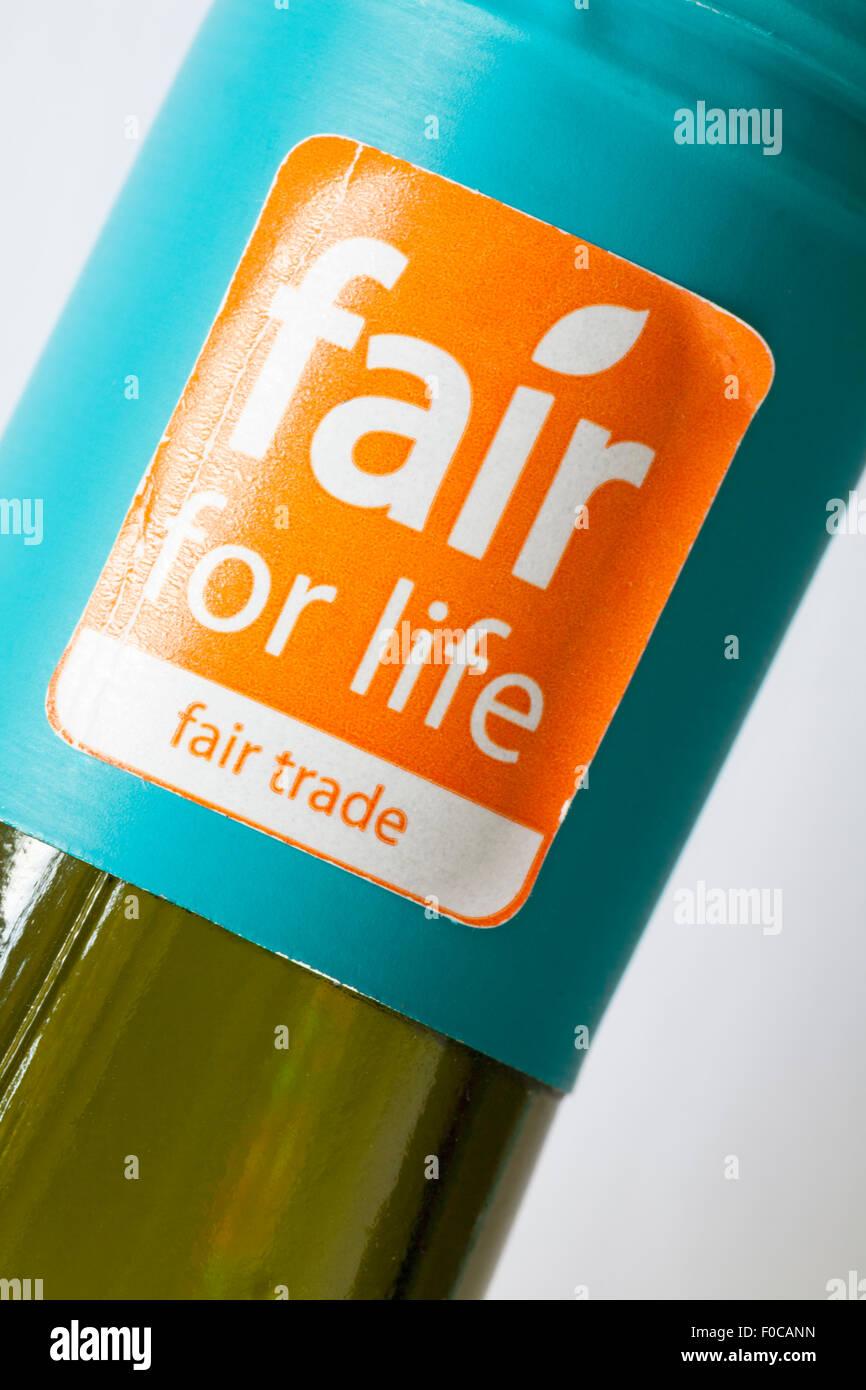 fair for life Fair trade sticker on bottle of Mendoza Argentina Fisherman's Catch Chenin Blanc white wine - Stock Image