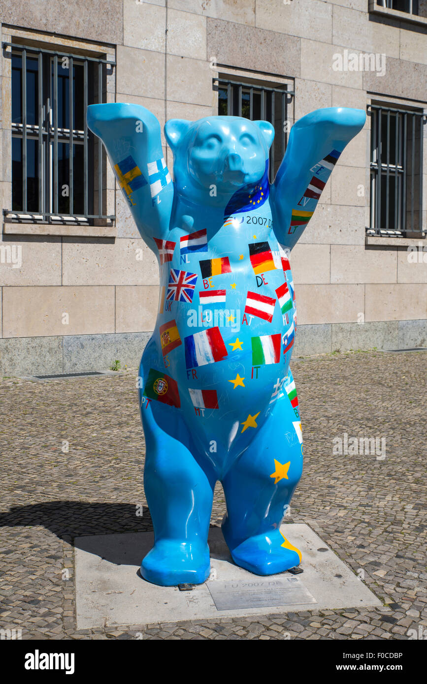 Berlin United buddy bear sculptures - Stock Image