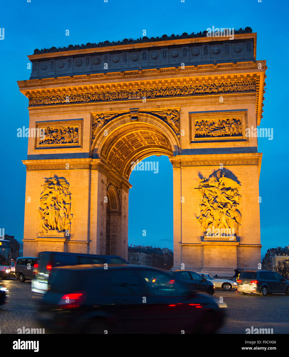 Traffic on Paris road in front of Triumph Arch. Paris - Stock Image