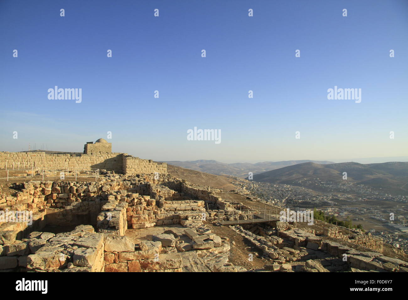 Samaria, ruins from the Hellenistic period on Mount Gerizim, tomb of Sheikh Ghanem from the 12th century is in the - Stock Image