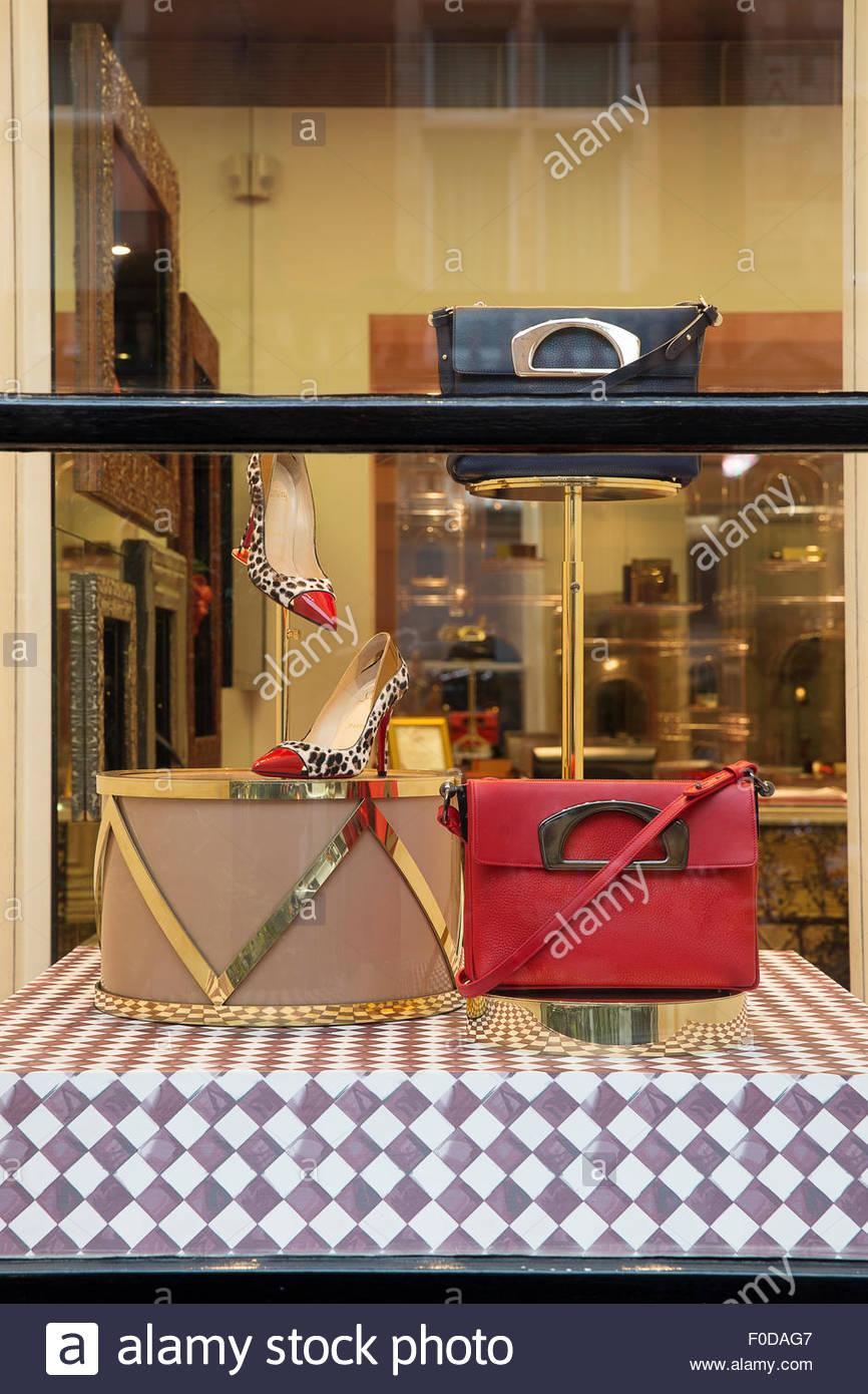 b1e65686bce6 Display windows detail. Christian Louboutin - Christmas Windows ...