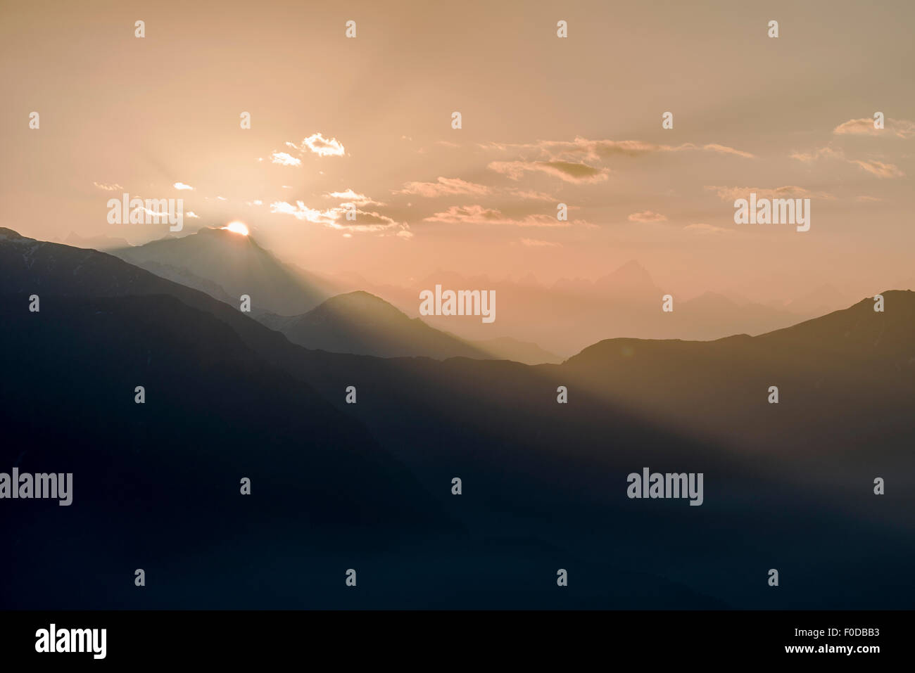 Sunrise above the mountains of the Great Himalayan Range, Tungnath, Uttarakhand, India - Stock Image