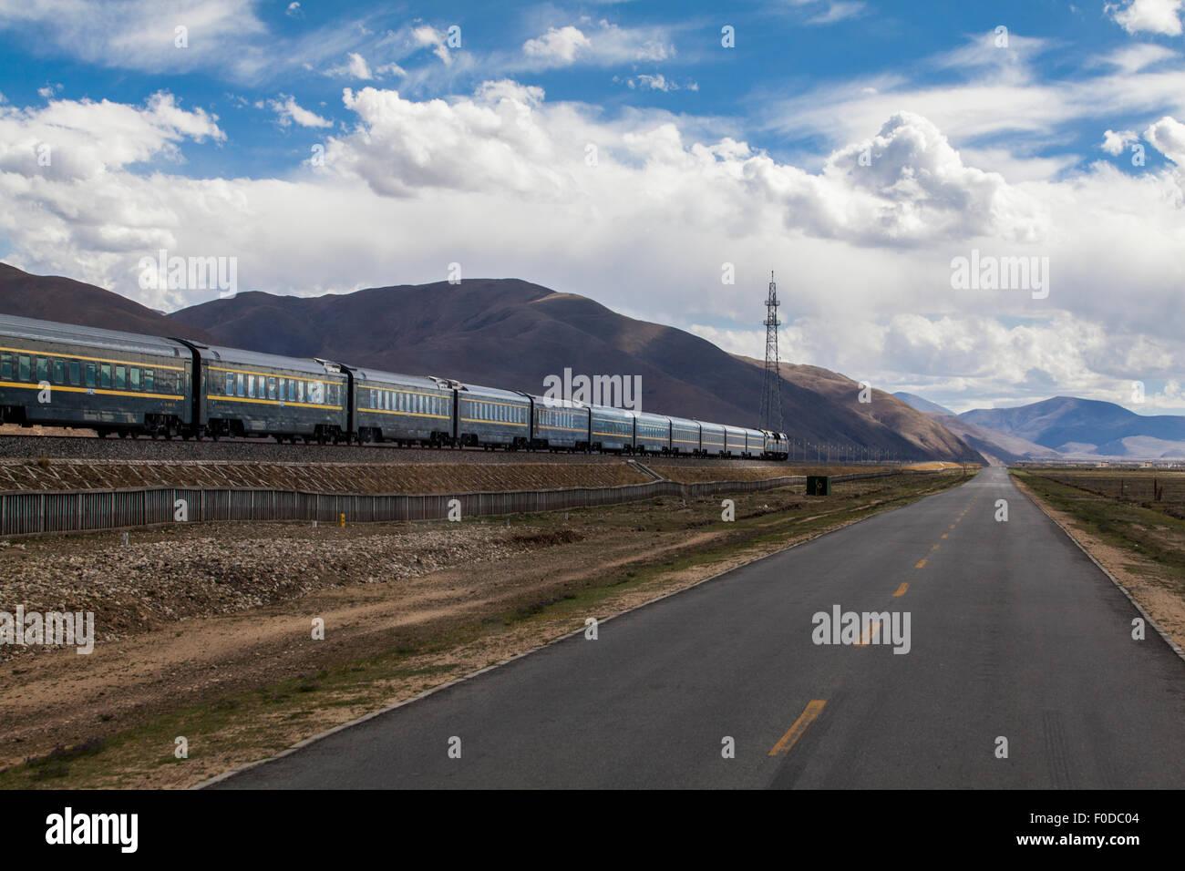 Qinghai-Tibet railway and highway - Stock Image