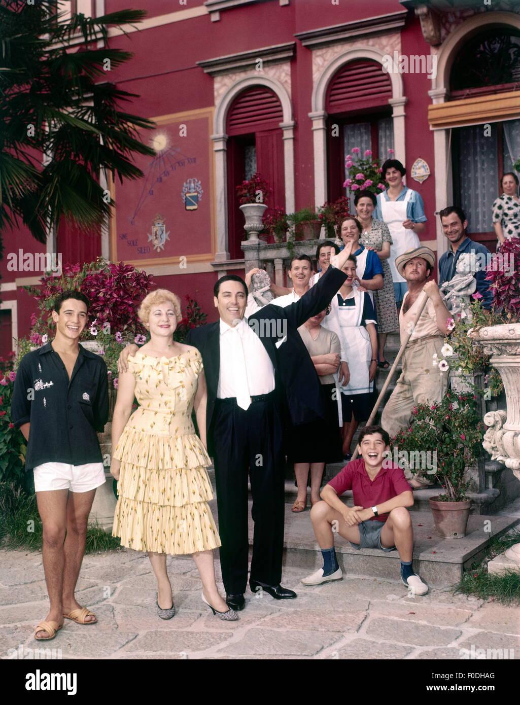Monaco, Mario del, 27.7.1915 - 16.10.1982, Italian singer (tenor), half length, with with Fedora, sons Giancarlo - Stock Image