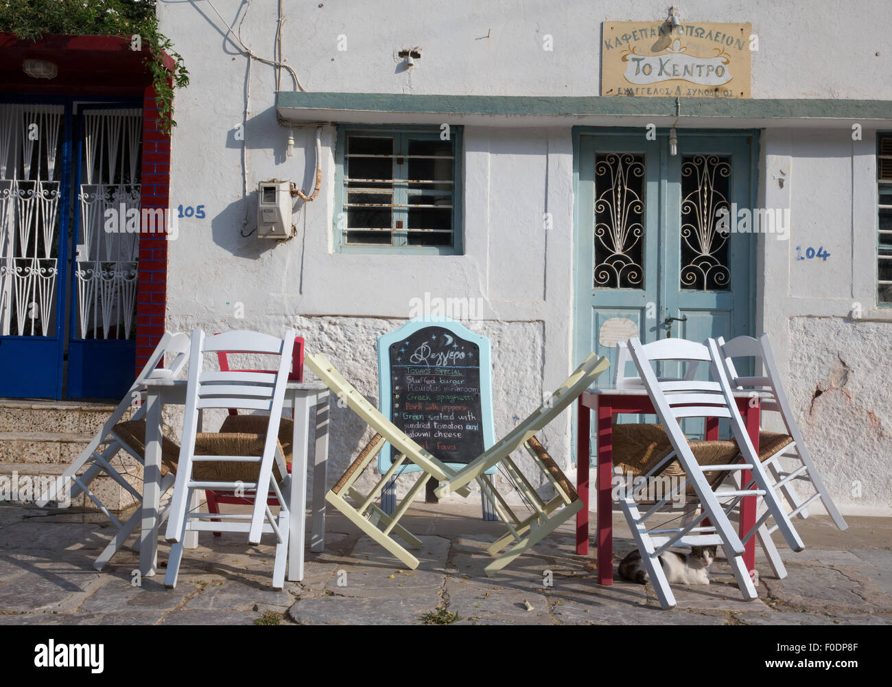 Greek Kafeneon closed.A sign of poor tourism as austerity kicks in following the bail-out and European sovereign - Stock Image