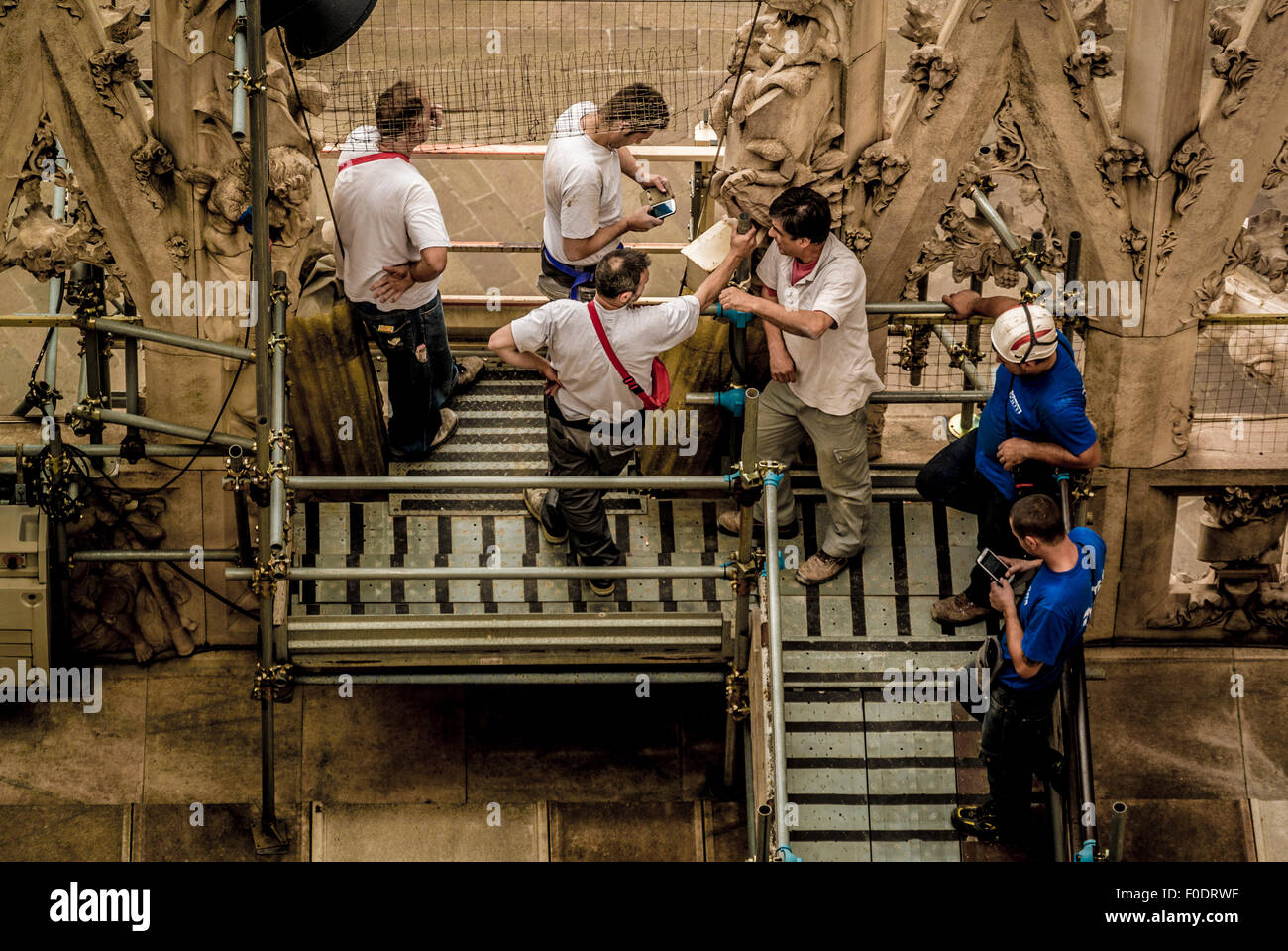 Workmen having a break on the roof of Milan Cathedral. - Stock Image