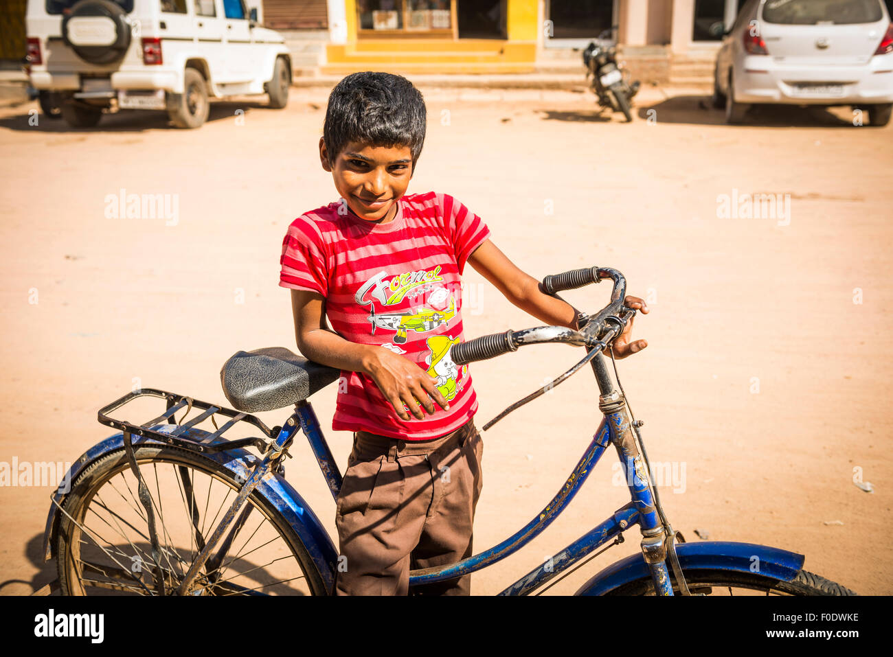 Portrait of a young Indian boy and his bicycle in Khajuraho, Madhya Pradesh, India - Stock Image