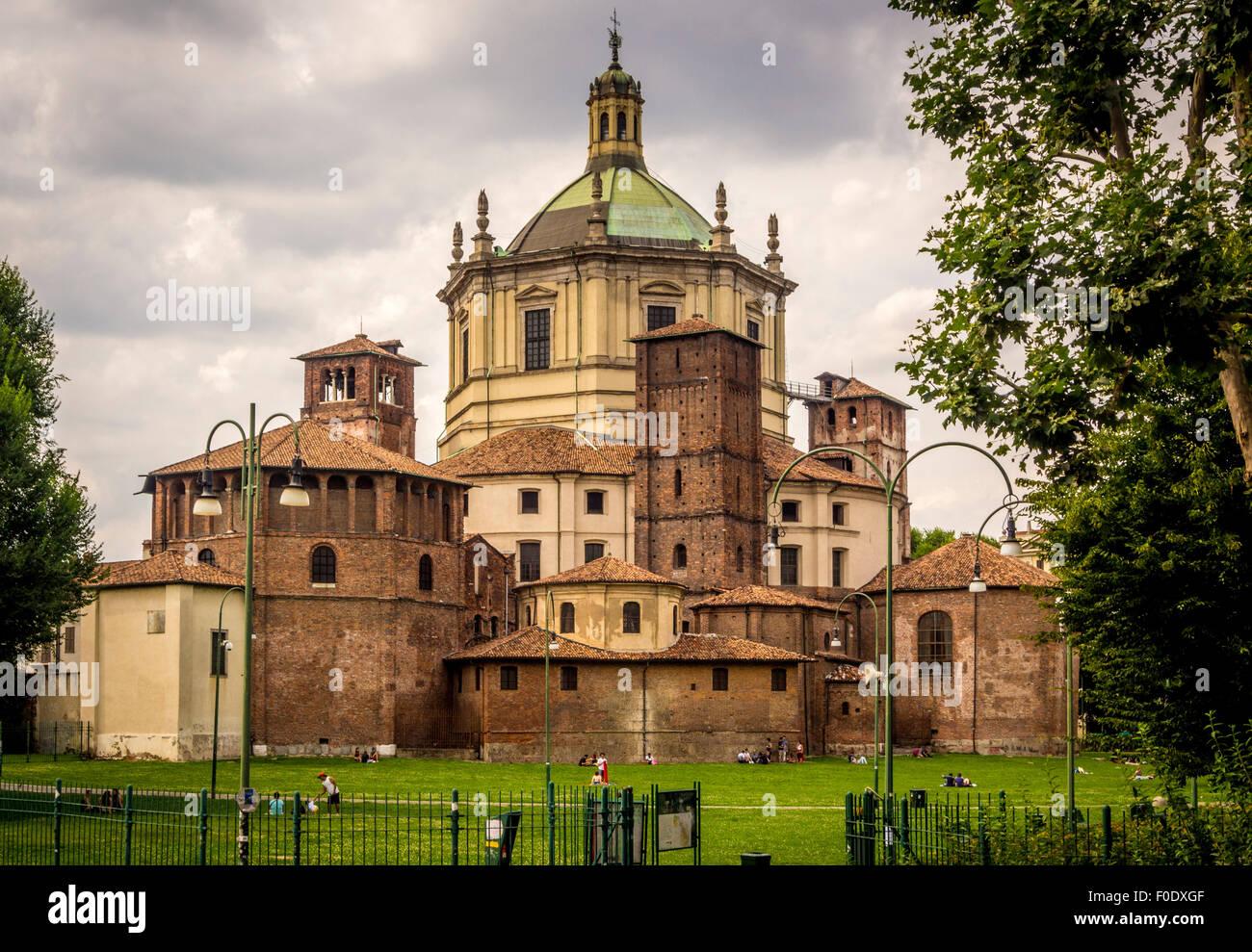 Basilicas Park (Parco delle Basiliche) with Basilica of San Lorenzo, 4th centuary Church. Milan, Italy. - Stock Image