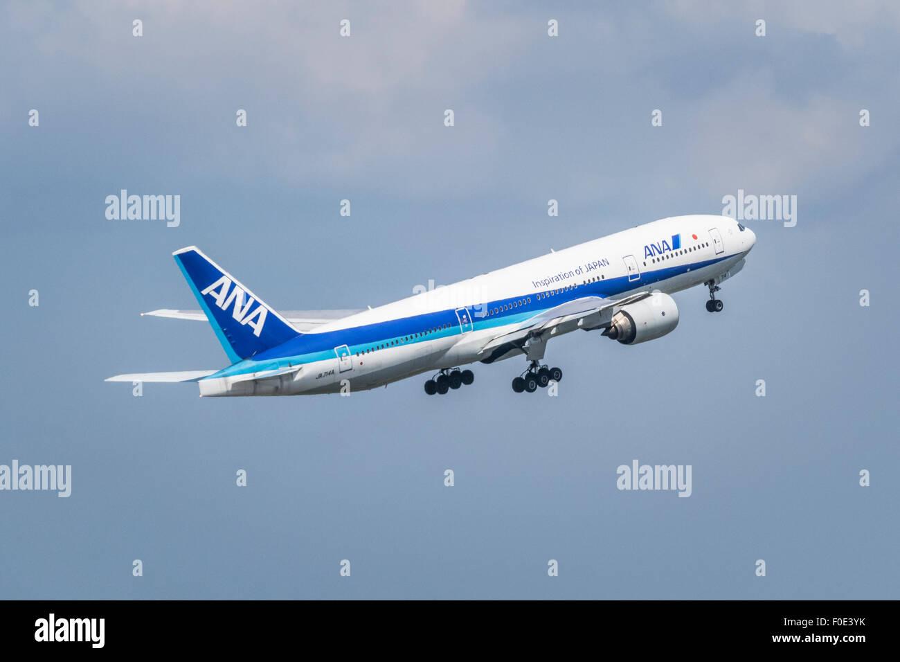 Airplane departing from Haneda Airport in Japan - Stock Image