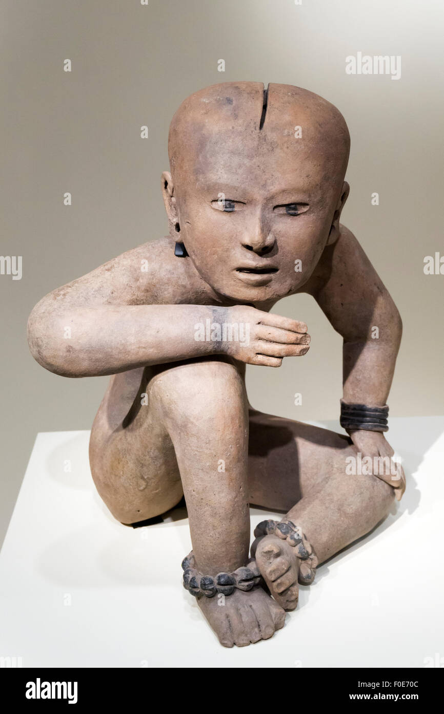 Seated figure of ceramic and resin, dating from 600-800 AD, from Veracruz, Mexico. - Stock Image