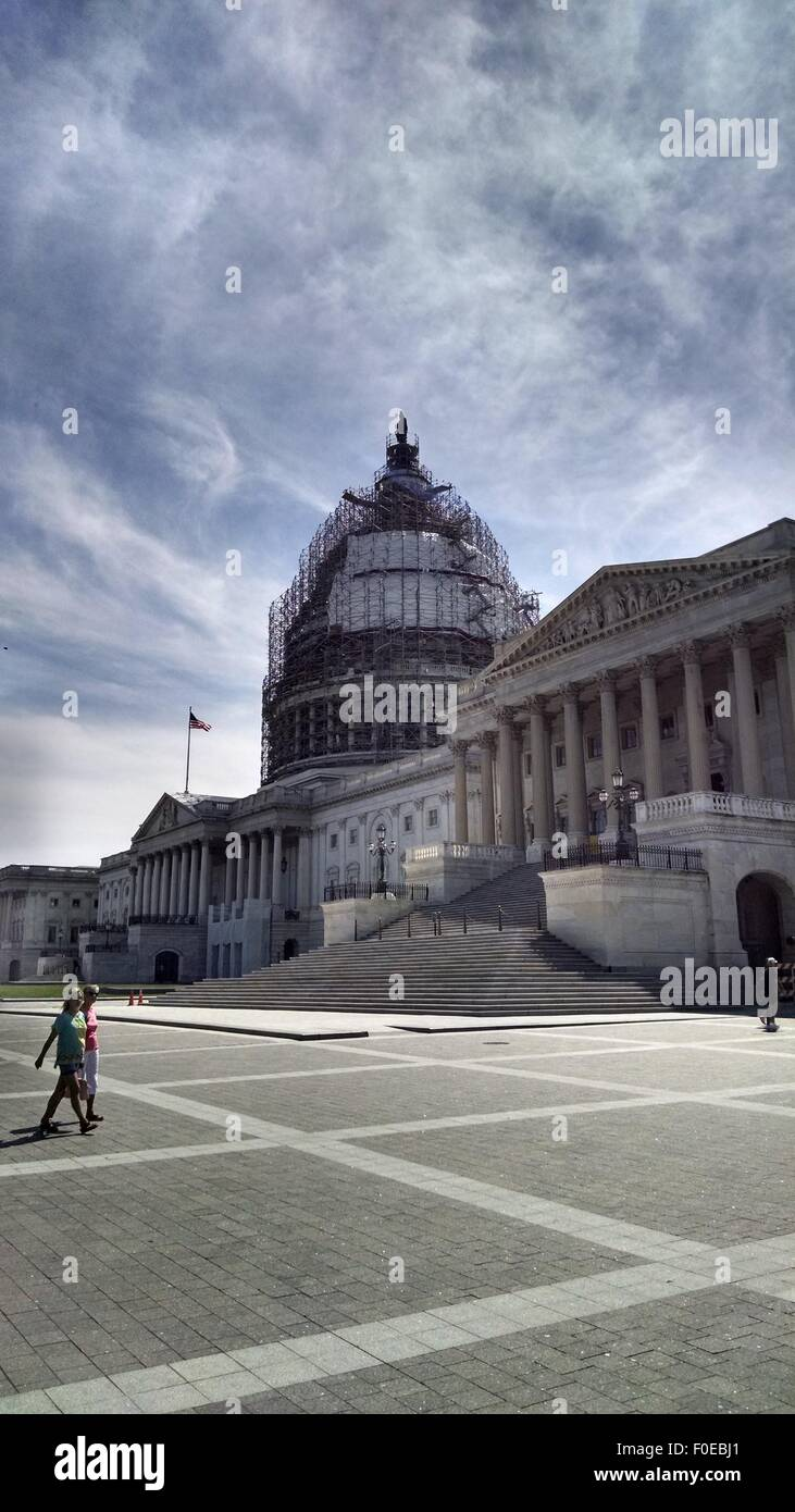 WASHINGTON, DC, August 13, 2015: Tourists and construction crews on Capitol Hill enjoyed an unusually balmy August - Stock Image