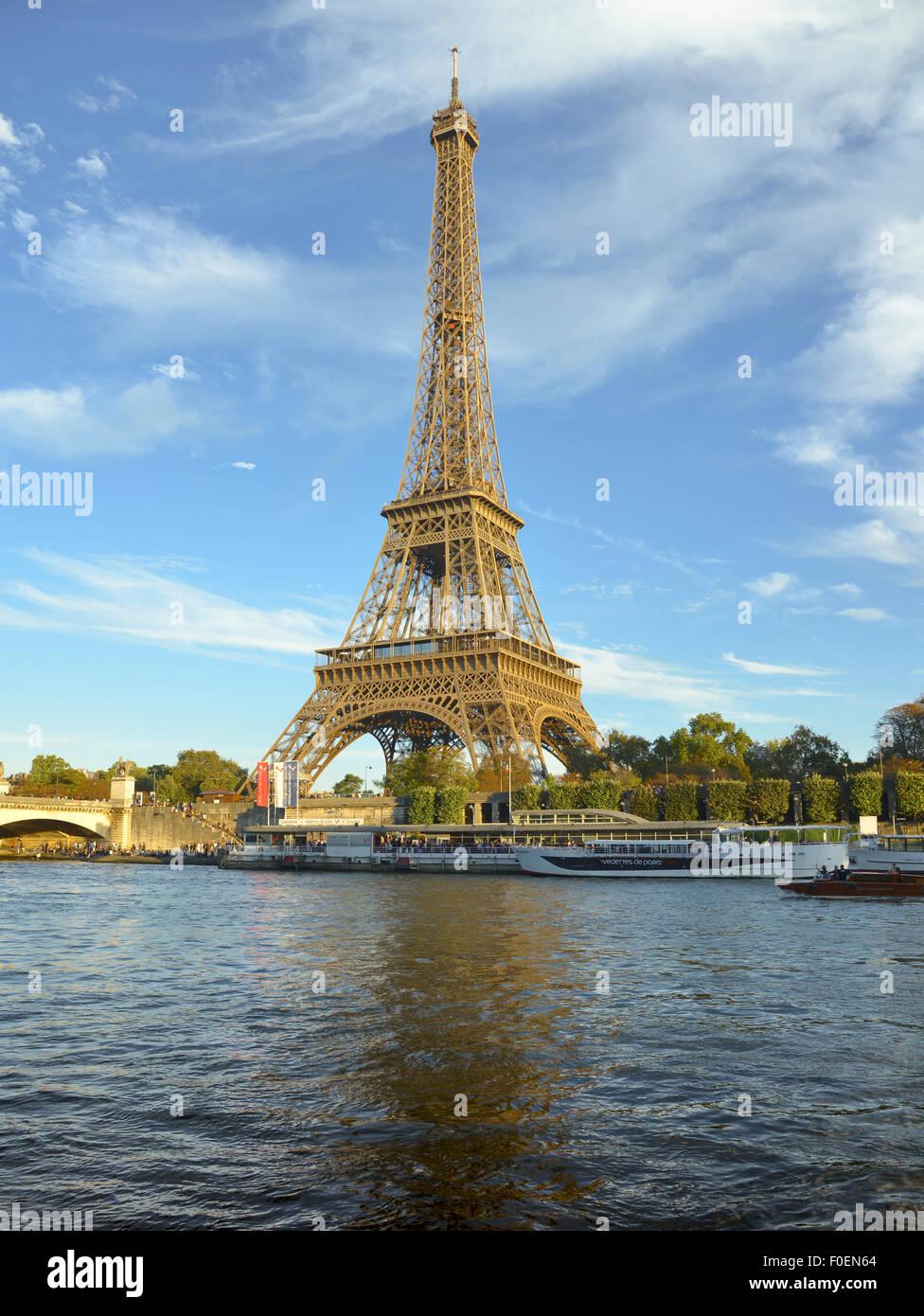 Eiffel Tower with river Seine, Paris, Île-de-France, France - Stock Image
