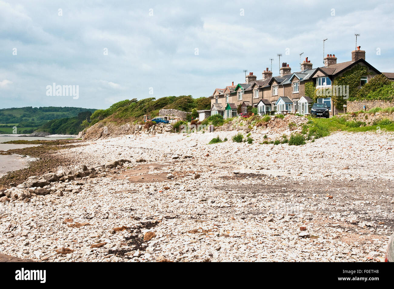Idyllic setting for a terrace of houses fronting the beach at Silverdale, on Morecambe Bay, Lancashire - Stock Image