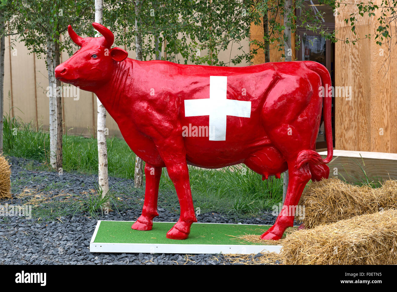 Red Swiss cow statue - Stock Image