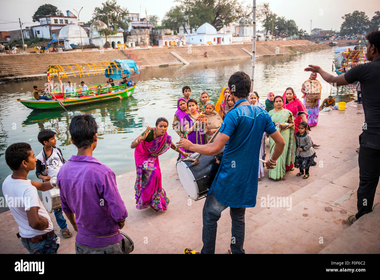Wedding preparations on the ghats of Chitrakoot in Madhya Pradesh, India - Stock Image