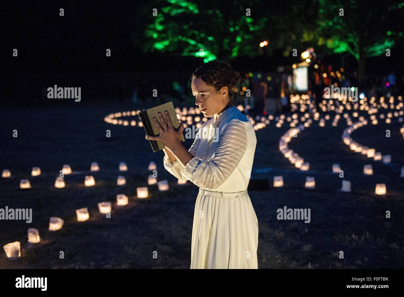 An actres stands in a labyrinth of lights at Tempelhofer Feld in Berlin, Germany, 13 August 2015. Here, Theater - Stock Image