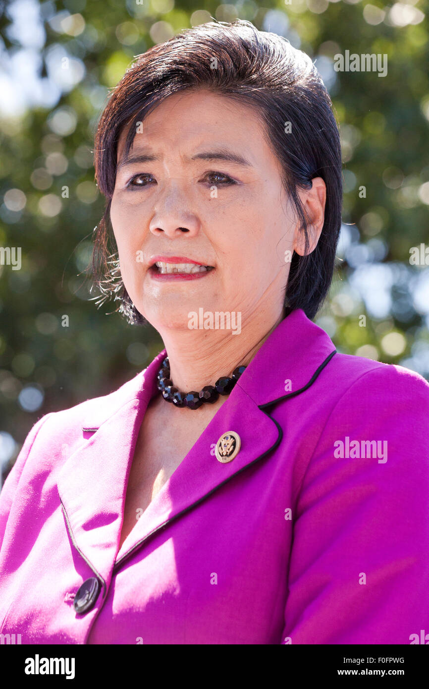 US Congresswoman Judy Chu (D-CA) waiting to speak to federal contract workers on strike, demanding $15 minimum wage - Stock Image