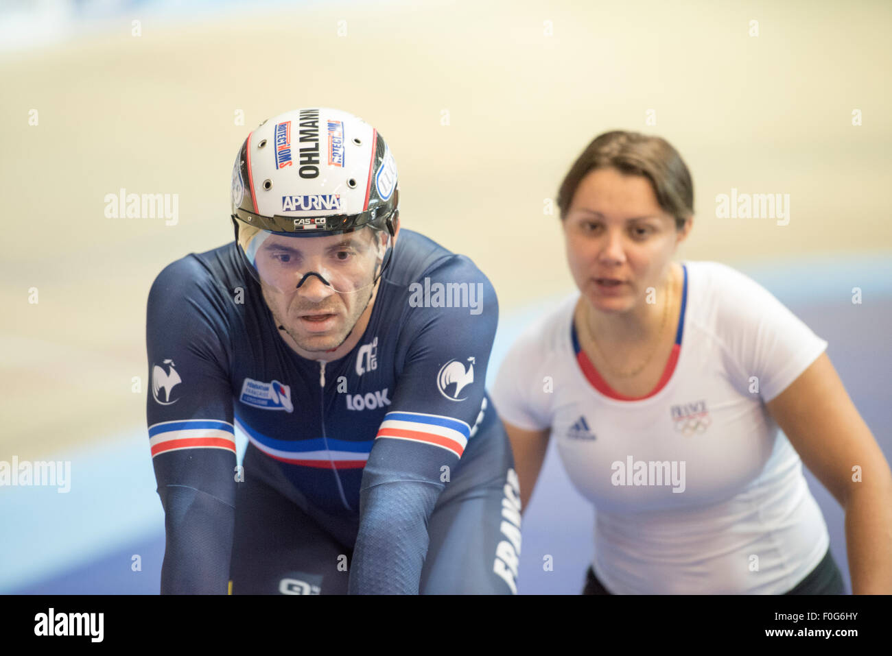 Derby, UK. 15th Aug, 2015. Francois Pervis of France is assisted by a female team helper during the Revolution Series - Stock Image