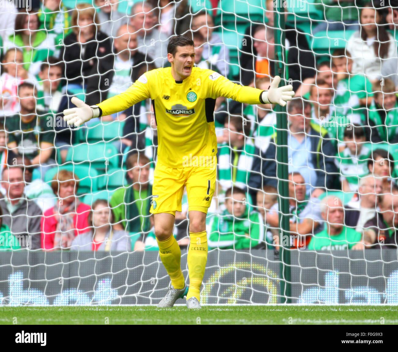 Glasgow, Scotland. 15th Aug, 2015. Scottish Premiership. Celtic versus Inverness CT. Craig Gordon pushes his defence - Stock Image