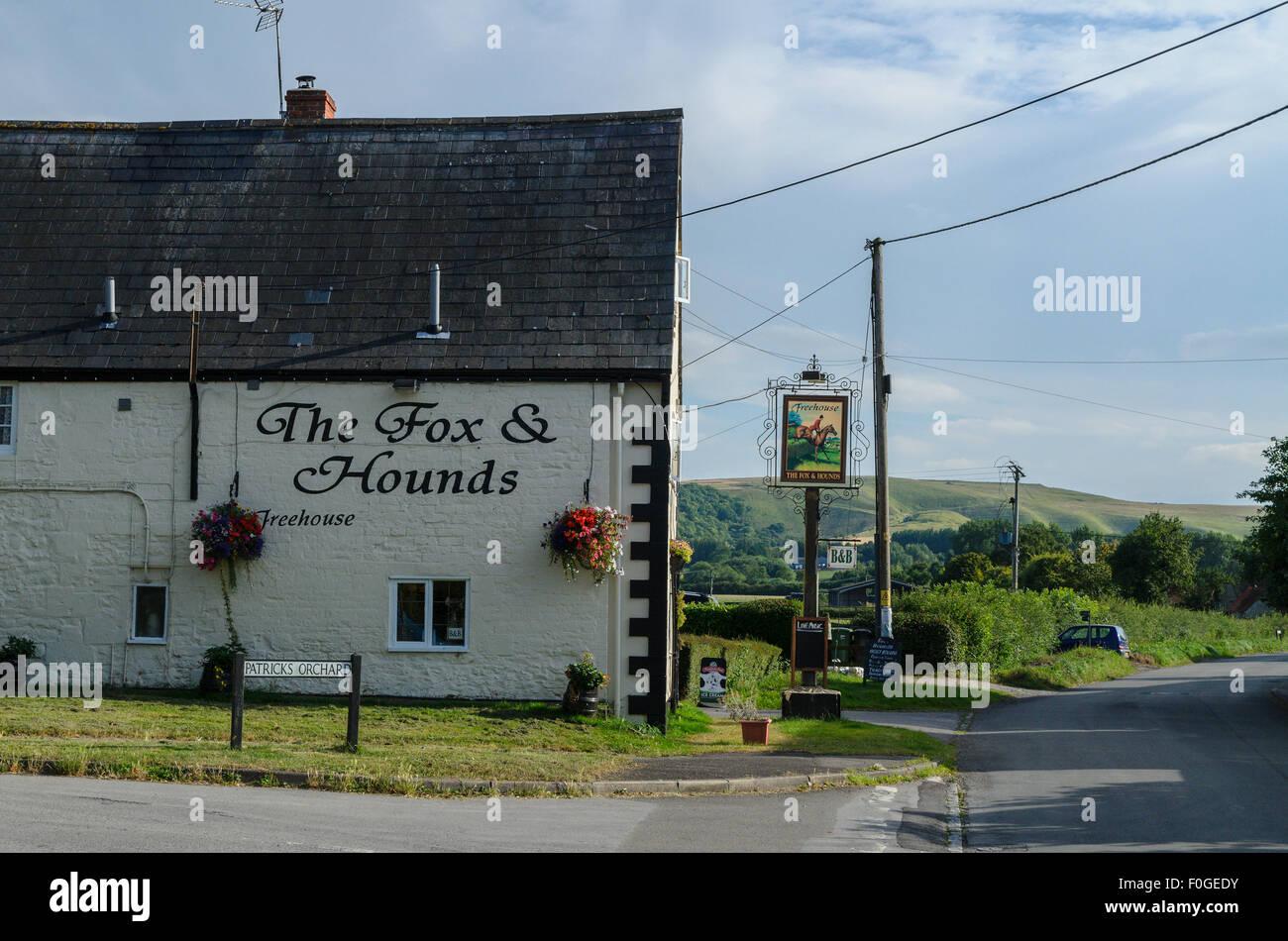 The Fox and Hounds Pub, Uffington, Oxfordshire, England, UK Stock Photo