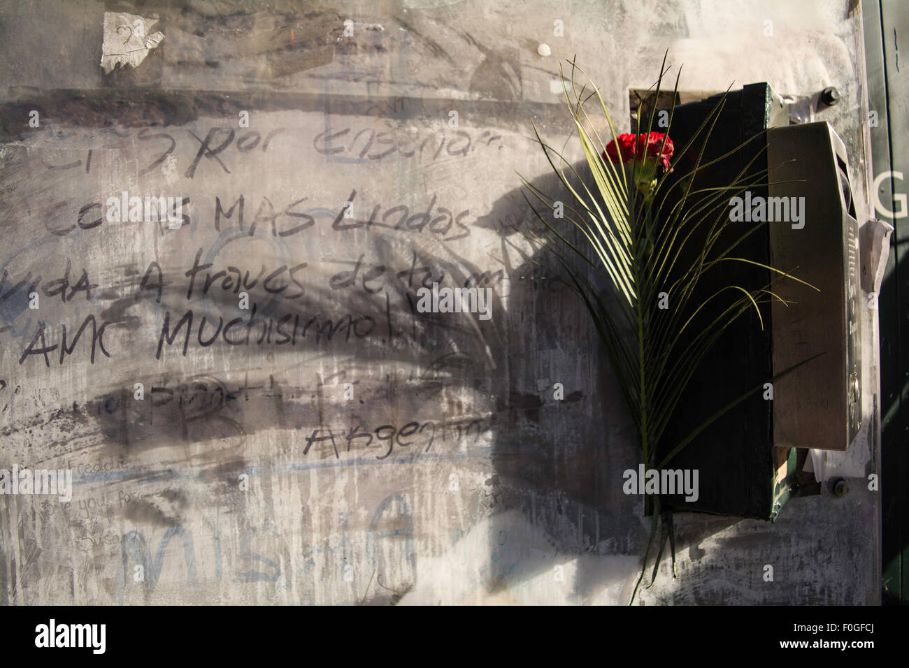 Garden Lodge, Freddie Mercury's last home. The  wall covered in graffiti and messages from fans from around the Stock Photo
