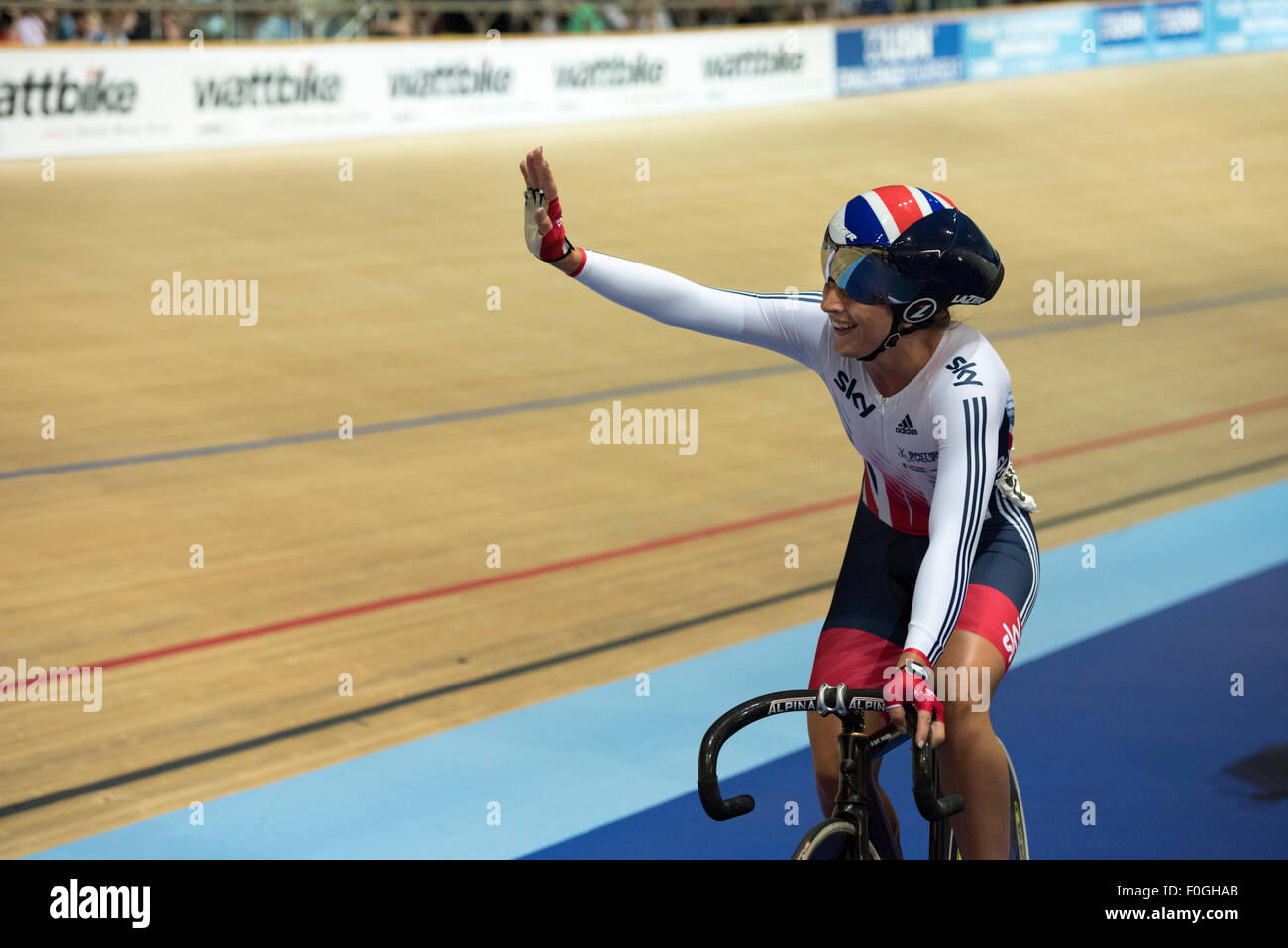 Laura Trott acknowledges the crowd following her victory in the elimination race during the women's omnium at - Stock Image