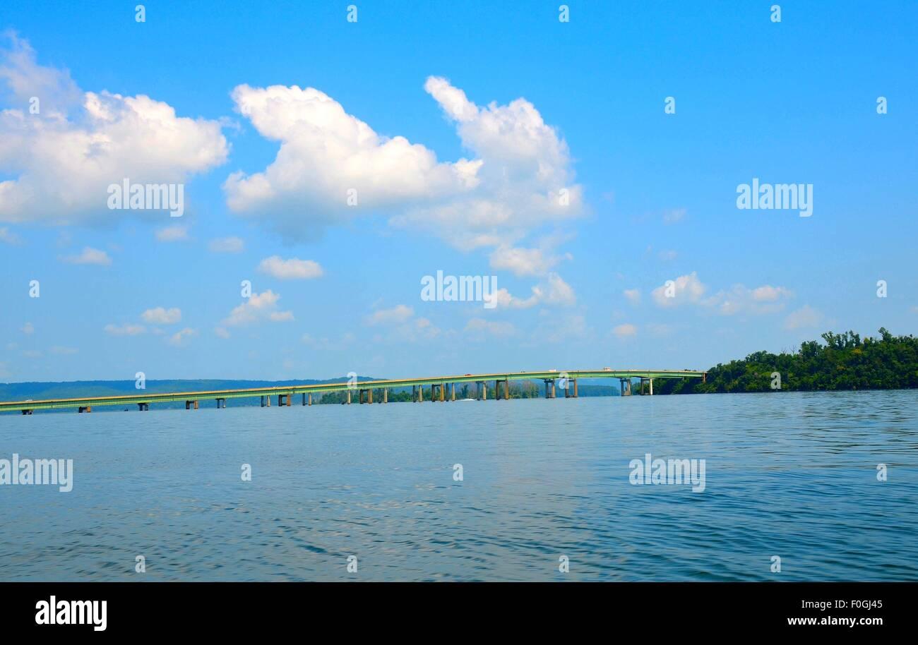 Lake Guntersville, Alabama, Tennessee River bridge. - Stock Image