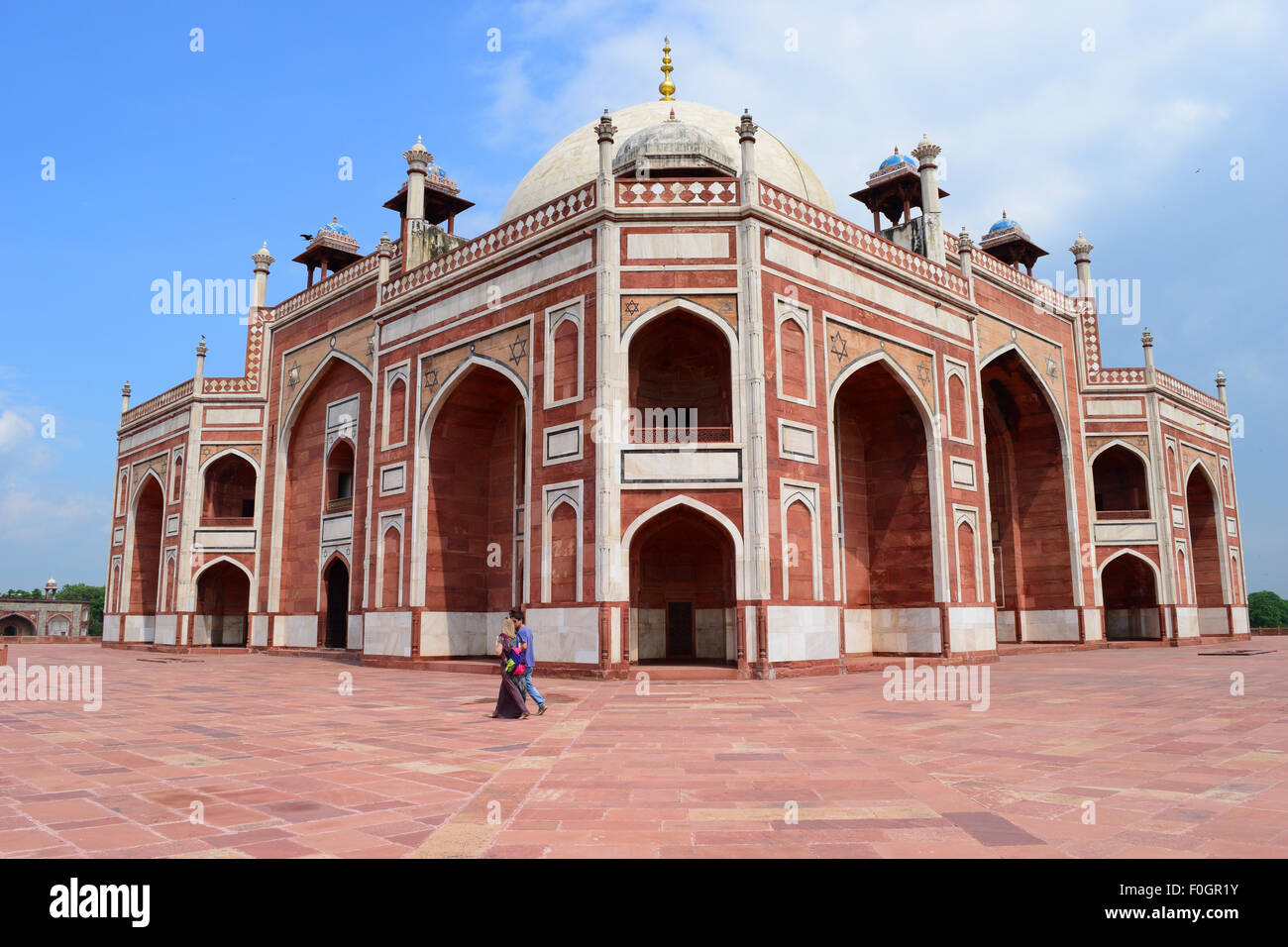 humayuns tomb the beautiful mughal architecture in delhi india