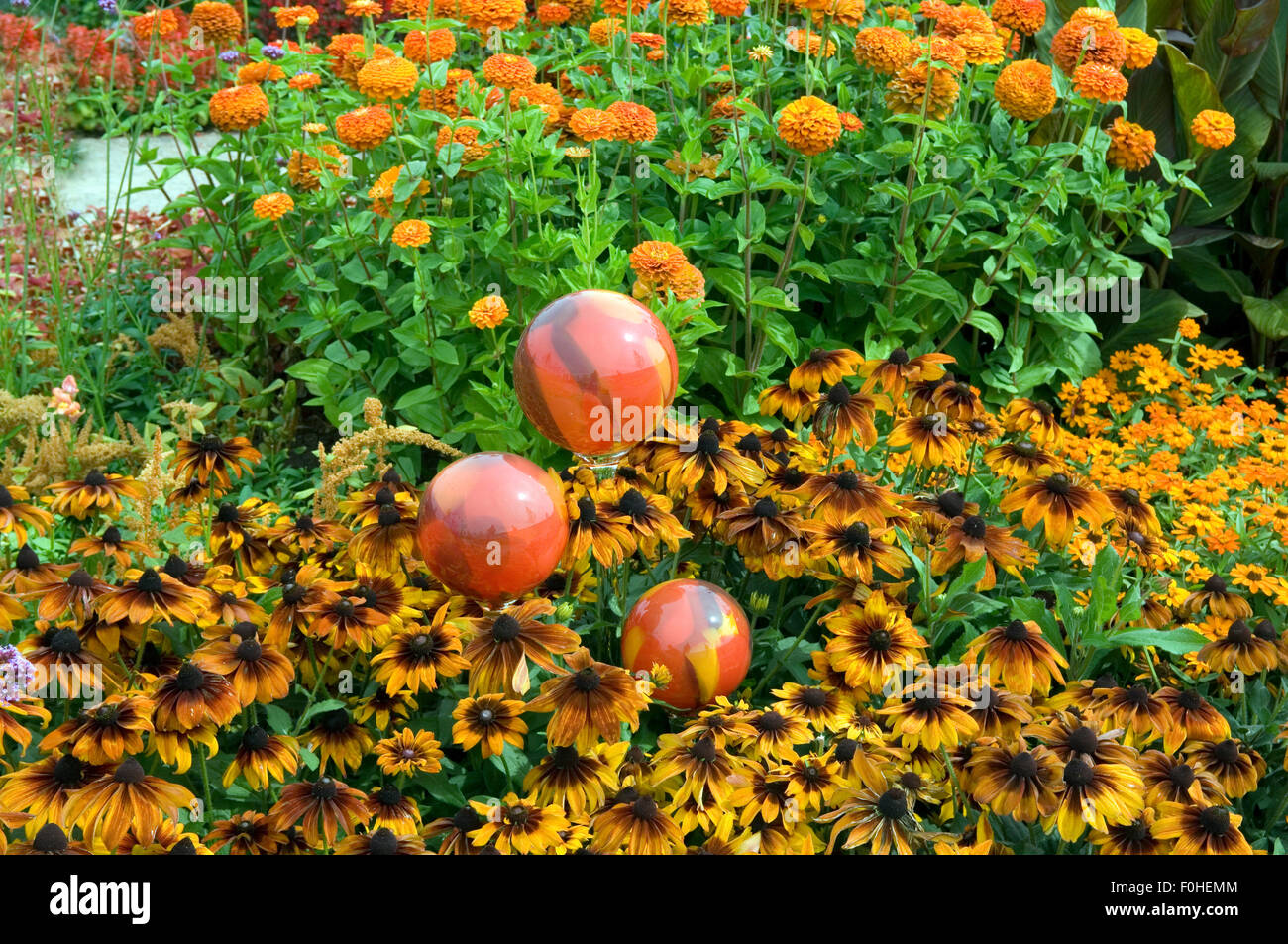 Rosenkugeln Blumenbeet Stock Photo 86436580 Alamy