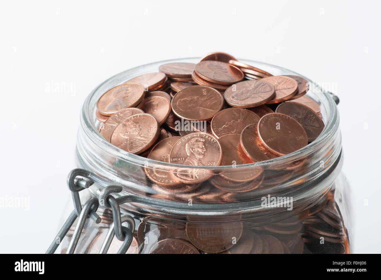 mason jar full of United States pennies - Stock Image