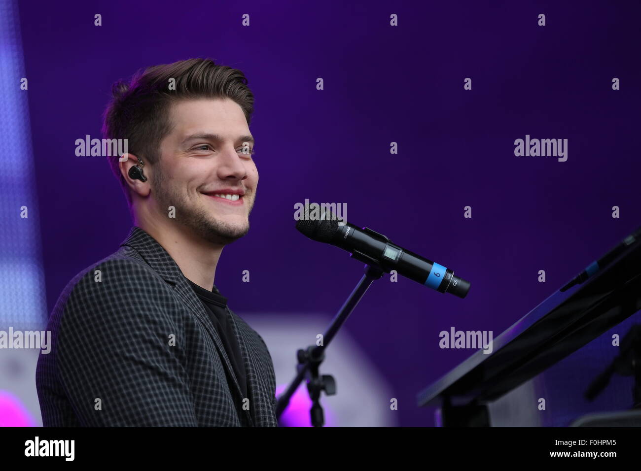 Betley, Cheshire, UK. 16th August, 2015. AJ Brown performs live at Betley Concerts held at Betley Court Farm. Credit: - Stock Image