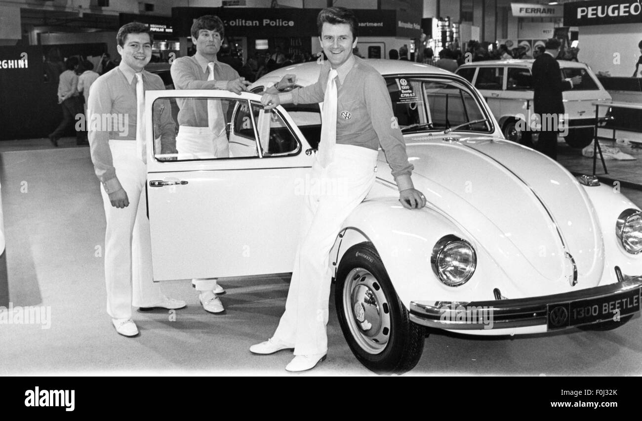 transport / transportation, car, motor shows, male hostesses at the Volkswagen stand with VW 1300 beetle, Earls - Stock Image