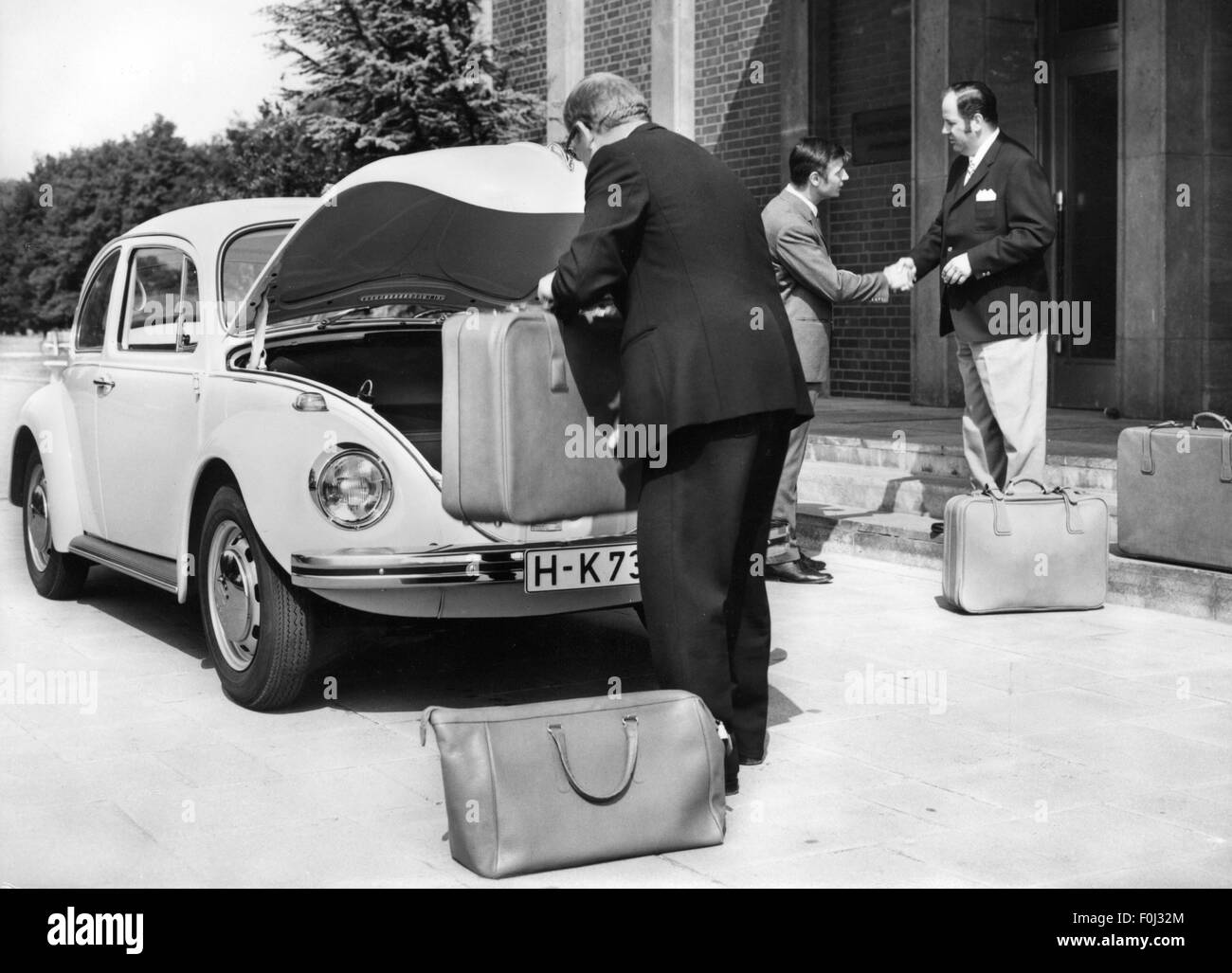 transport / transportation, car, vehicle variants, Volkswagen, VW 1302 beetle, man in front of open boot, 1970, - Stock Image