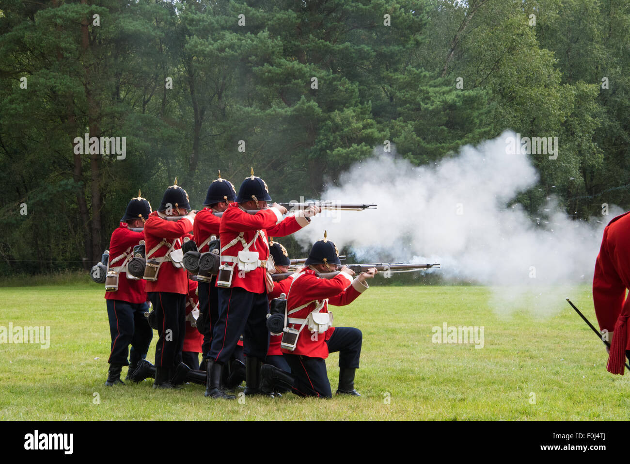 1715 Queens regiment English Soldiers from the Jacobite era putting on a display at Cannock Chase Visitor Centre Stock Photo